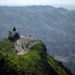 منظره ی فوق العاده زیارتگاه خالد نبی در دل کوهستان