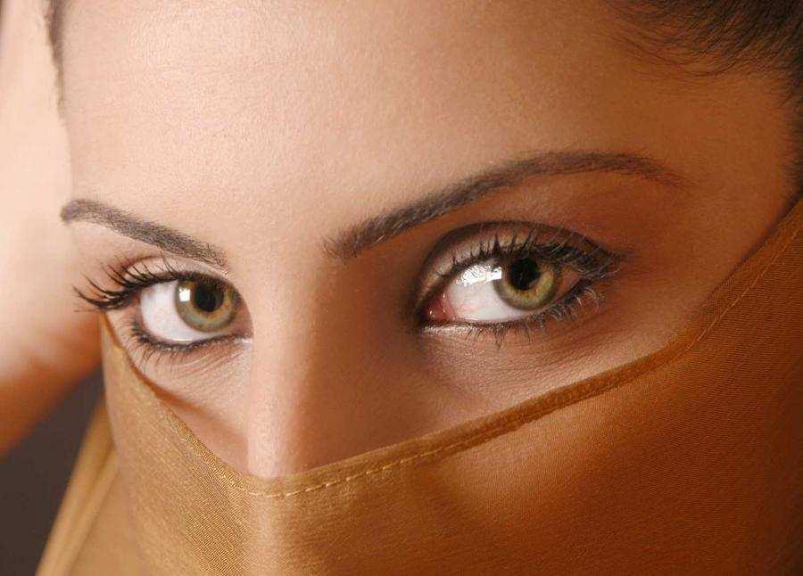 حکم استفاده از سرمه چشم برای بانوان چیست؟
