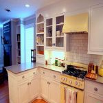 تزیین دکوراسیون آشپزخانه با رنگ های بسیار شاد