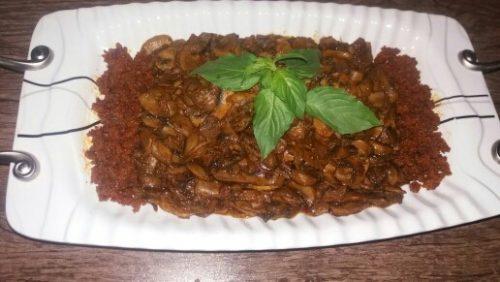 طرز تهیه خوراک گوشت چرخ کرده با قارچ