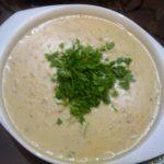 طرز تهیه سوپ جو شیر با تره فرنگی