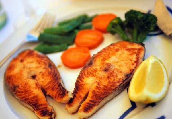 ماهی سرخ شده یک غذای خوشمزه و لذیذ