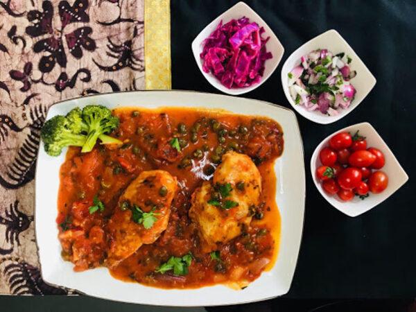 خوراک مرغ با سس گوجه فرنگی
