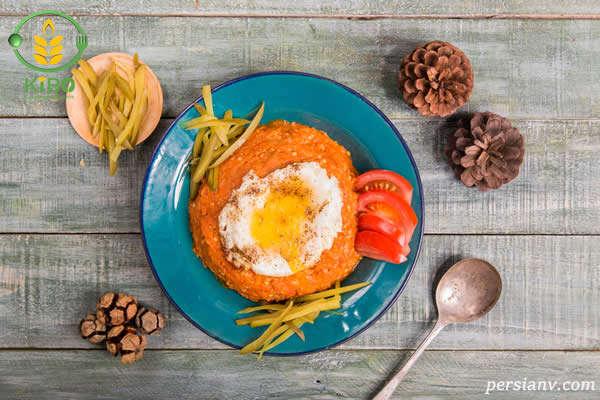 میرزا قاسمی با سبزی خوردن و شربت بهار نارنج