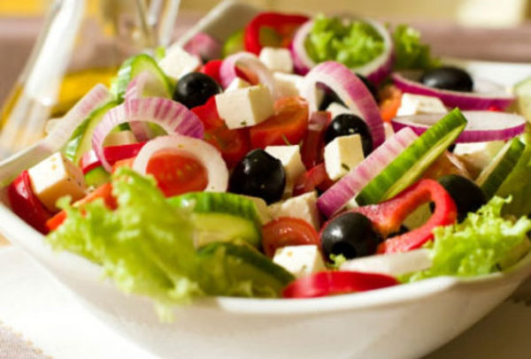 سالاد تابستانی با سبزیجات تازه