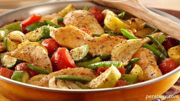 سینه مرغ بخارپز با سبزیجات
