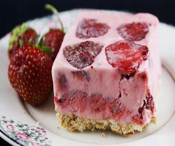 کیک بستنی میوه ای