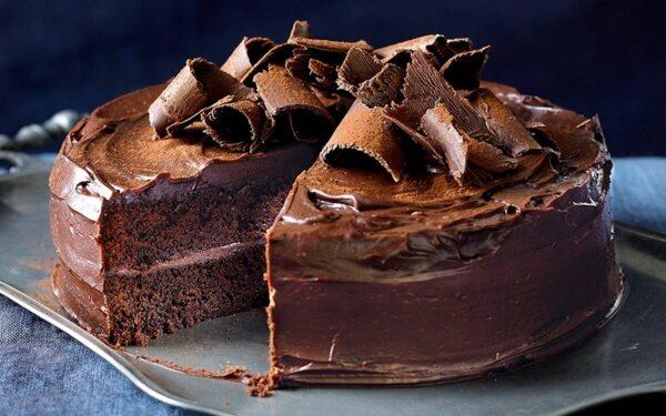 کیک شکلاتی با روکش شکلاتی