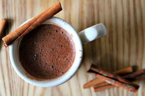 شکلات داغ دارچینی