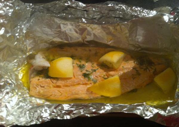 ماهی قزل آلا روی زغال