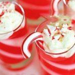 طرز تهیه ژله های دو رنگ در ظرفهای دسر تک نفره را برای مهمانی ها