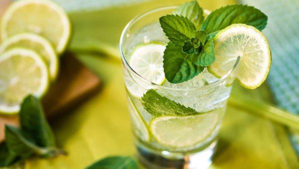 طرز تهیه یک نوشیدنی تابستانی