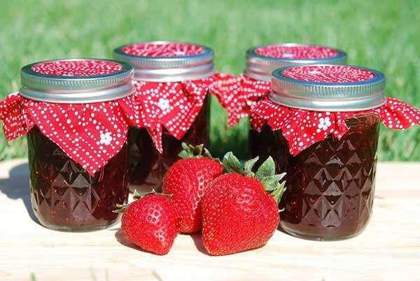 طرز تهیه مربای توت فرنگی خوش رنگ