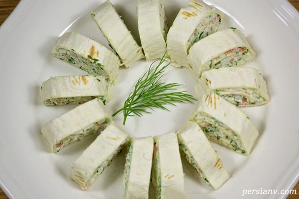 طرز تهیه رولت سبزیجات با کالباس و پنیر