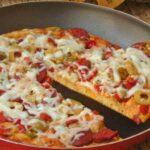 طرز تهیه پیتزای خانگی بدون استفاده از فر !