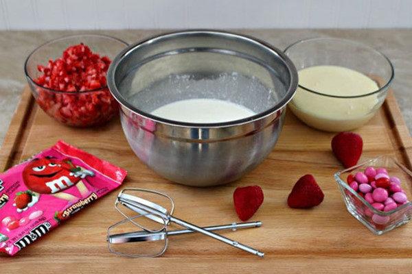 طرز تهیه بستنی توت فرنگی