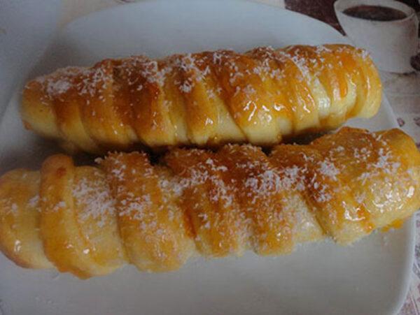 طرز تهیه نان پیچ مغزدار ارده و گردو مقوی و خوشمزه
