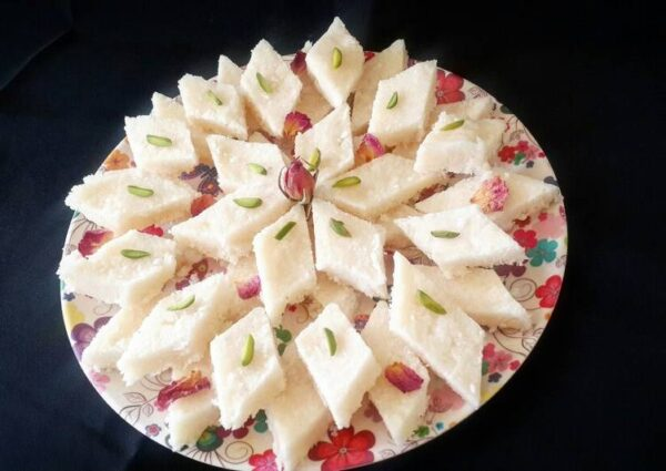 شیرینی لوز نارگیل