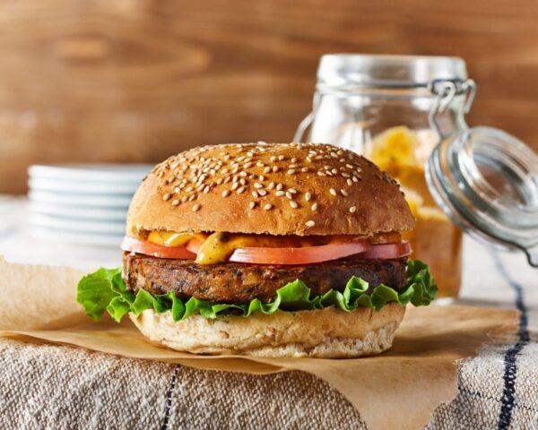 طرز تهیه همبرگر گیاهی با لوبیا چشم بلبلی