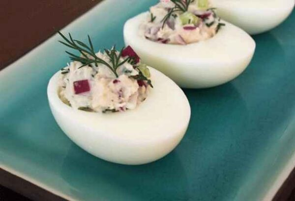 تخم مرغ شکم پر با تن ماهی