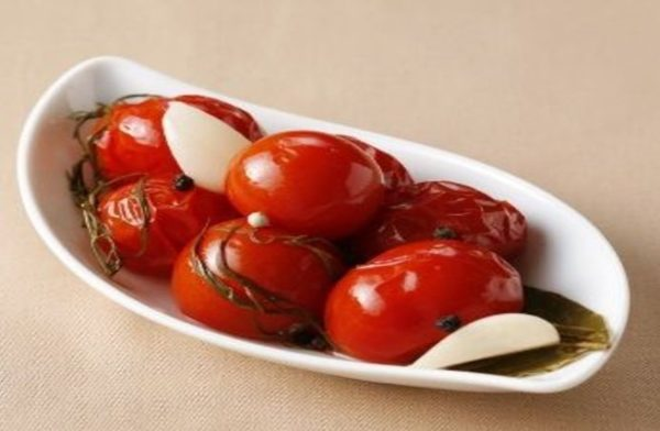 طرز تهیه ترشی گوجه ، در کنار غذاهایتان عالیست