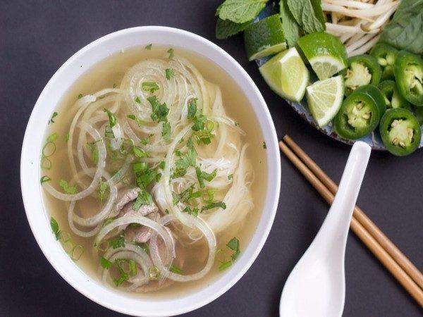 طرز تهیه سوپ نودل ویتنامی ، یک پیش غذای فوق العاده خوشمزه
