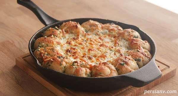 دیپ پیتزا با مخلوط سیر و پنیر
