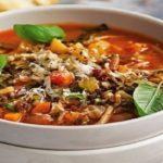 سوپ مینسترون کلاسیک پیش غذای سریع ایتالیایی برای گیاهخواران