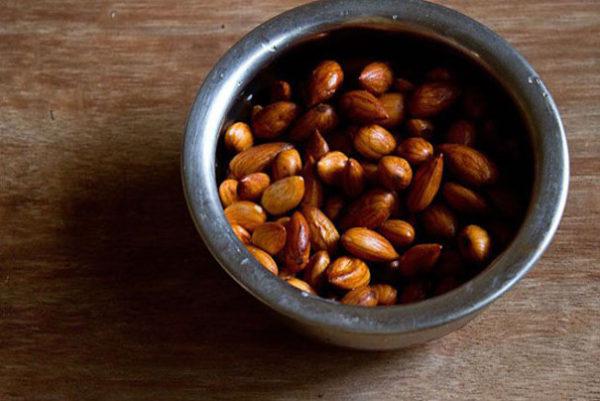 طرز تهیه حلوای بادام