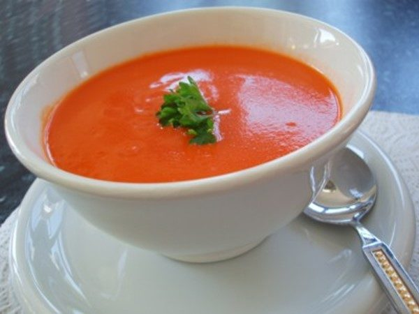 طرز تهیه سوپ گوجه فرنگی ، این پیش غذا نیم ساعته حاضر است