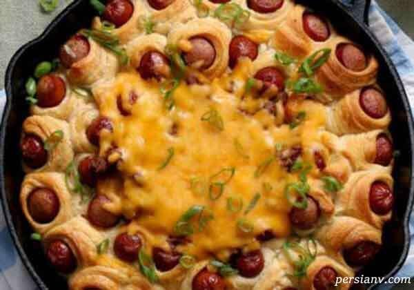 حلقه نان چیلی داگ یک غذای زیبا برای پذیرایی از مهمان ها گزینه مناسبی است