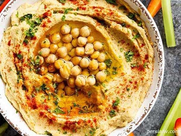 حمص کلاسیک یک پیش غذای لبنانی خوشمزه و خوش رنگ