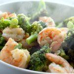 خوراک میگوی اسپایسی یک غذای دریایی با ادویه های گرم کننده