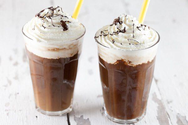 نوشیدنی شکلات داغ یخ زده