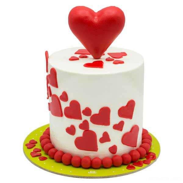 کیک اسفنجی با قالب قلب
