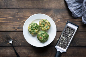 تخم مرغ های پنیری با قالب مافین یک صبحانه شیک + تصاویر مراحل پخت