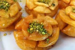 خاگینه گل نیلوفر یک دسر خوشمزه و سنتی