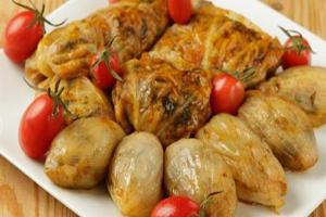 دلمه کلم پیچ یک غذای پرطرفدار ایرانی ها