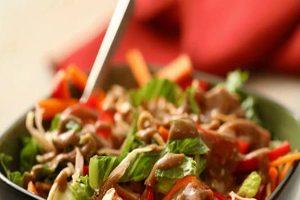 سالاد مرغ آسیایی با سس مخصوص یک پیش غذای عالی