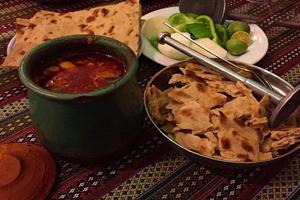 آبگوشت کرمانشاهی با گوجه سبز یک غذای محلی خوشمزه