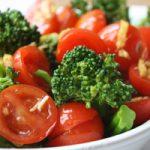 سالاد گوجه فرنگی مصری یک پیش غذای خوشمزه و خون ساز