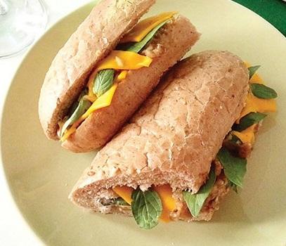 طرز تهیه یک ساندویچ خوشمزه و سالم