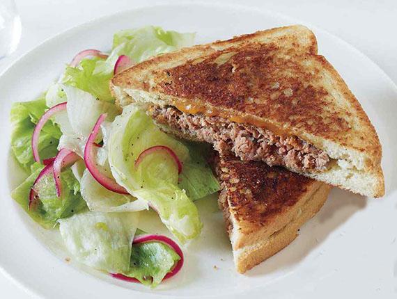 ساندویچ گوشت ، یک غذای فست فودی اما سالم ، برای بچه ها عالیست