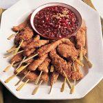 کباب چوبی مرغ با سس انار ، یک غذای خارجی خوش طعم برای مهمانی ها