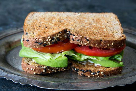 طرز تهیه یک ساندویچ گیاهی با آووکادو