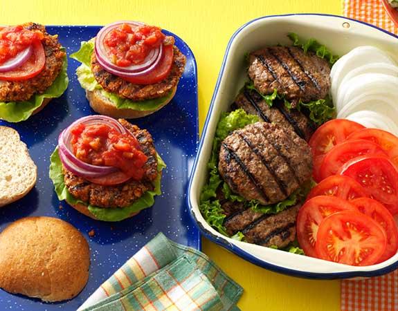 همبرگر خانگی سالم و خوش طعم درست کنید
