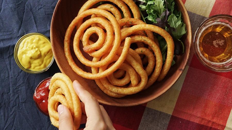 سیب زمینی مارپیچی یک ساید با ظاهری بسیار زیبا درکنار غذاهایتان
