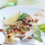 قزل آلا با بادام و جعفری یک غذای عالی برای مهمانی هایتان