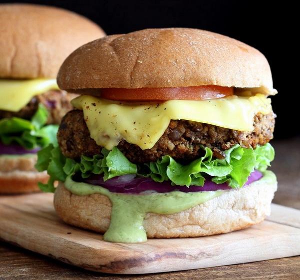 همبرگر عدس و گردو یک غذای عالی برای شب های زمستان