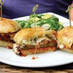 ساندویجی خوشمزه مخصوص گیاهخواران؛ ساندویچ بادمجان پنیری